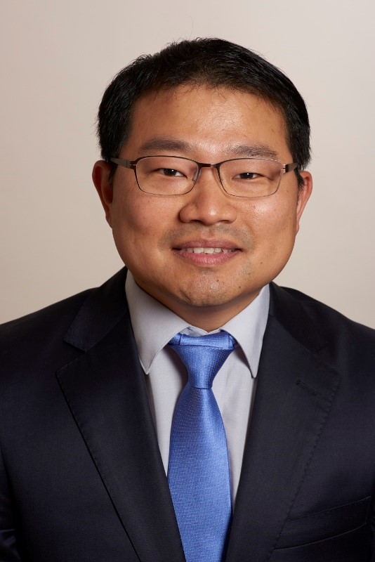 Hyunsuk Suh, MD, FACS; Hyun Suh, MD of the Suh Robotic Scarless Thyroid Surgery Center.